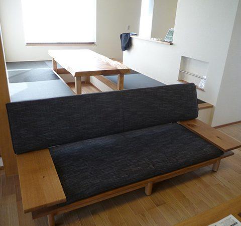 飛騨産業のソファ・一枚板テーブル