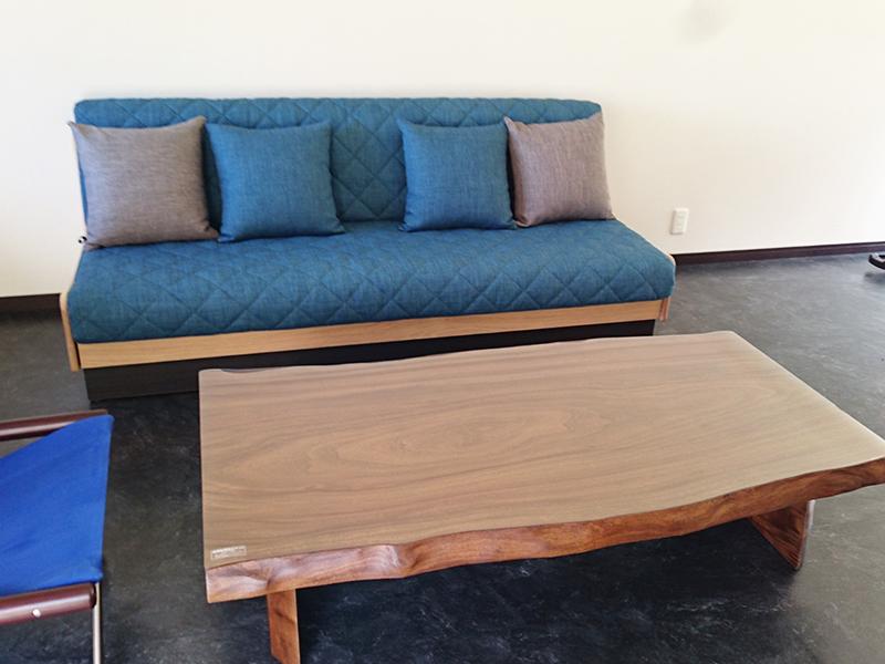 『楠の一枚板テーブル』と『ごろ寝ソファ』