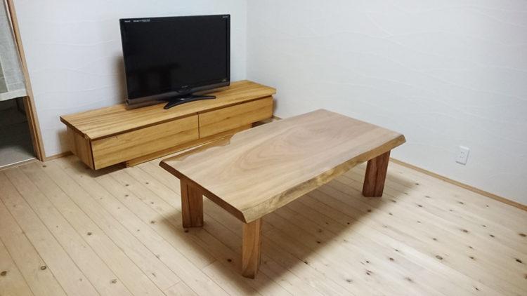『楠のテレビボード』と『楠の一枚板テーブル』