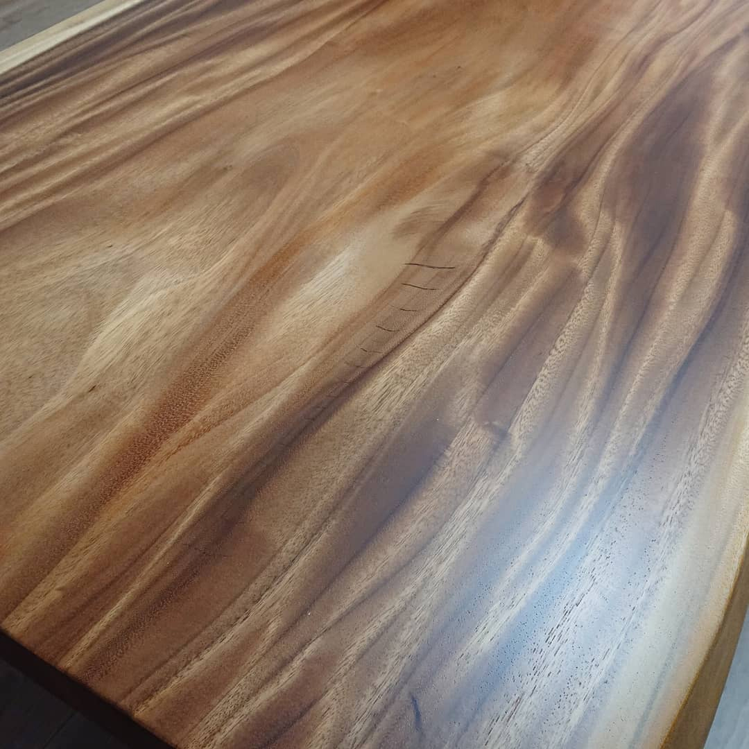 モンキーポッドの一枚板テーブル