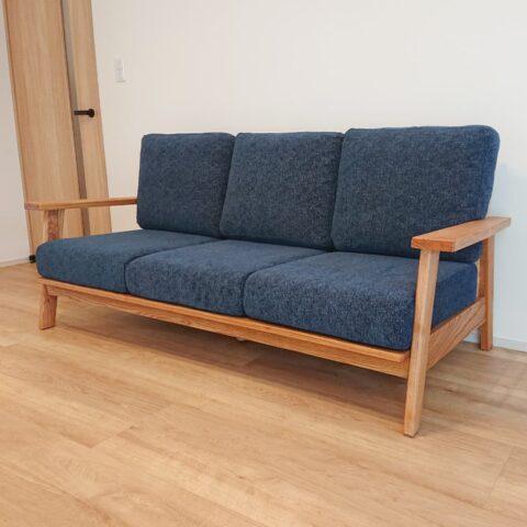 天然木のソファ ブルー